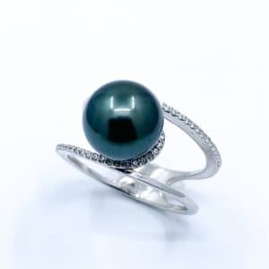 10 mm Natural Tahitian Pearl and Diamond Ring