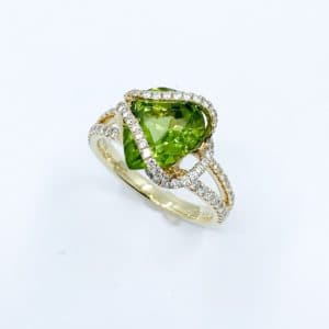 18k yellow gold Bermise pear-shape peridot and dia...