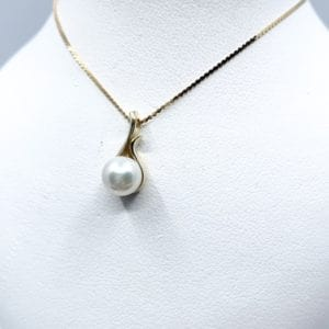14k Yellow Gold Pearl Solitaire Pendant